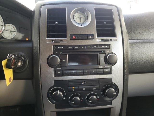 2006 Chrysler 300 4dr Sdn 300 Touring - Image 13