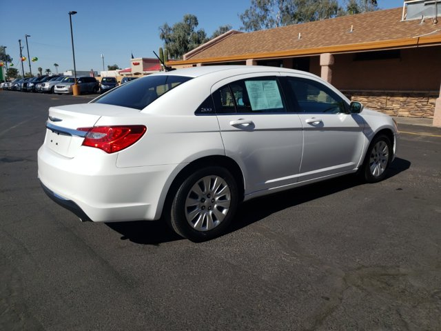 2014 Chrysler 200 4dr Sdn LX - Image 5