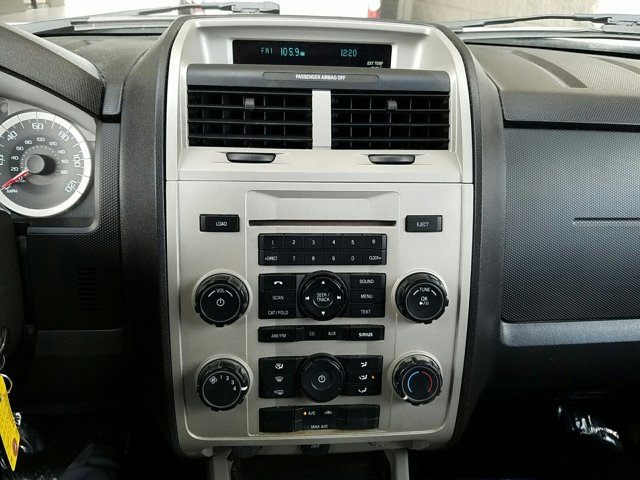 2011 Ford Escape FWD 4dr XLT - Image 10