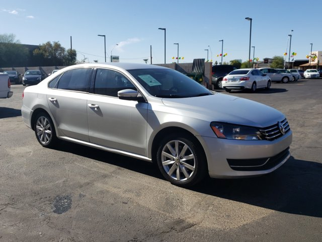 2015 Volkswagen Passat 4 DOOR SEDAN - Image 4