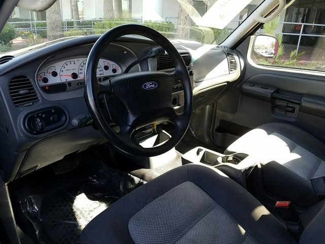 2004 Ford Explorer Sport Trac 4 DOOR WAGON - Image 4