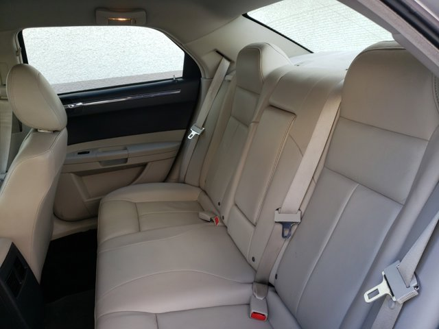 2006 Chrysler 300 4dr Sdn 300 Touring - Image 6