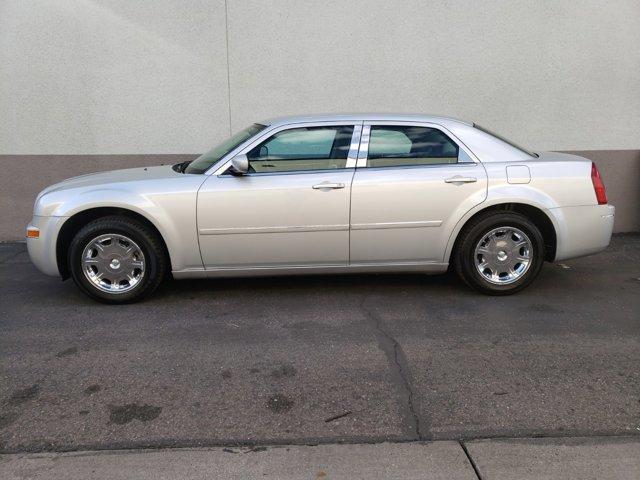 2006 Chrysler 300 4dr Sdn 300 Touring - Image 4