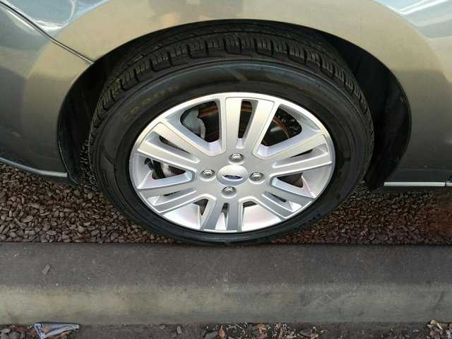 2010 Ford Focus 4dr Sdn SEL - Image 7