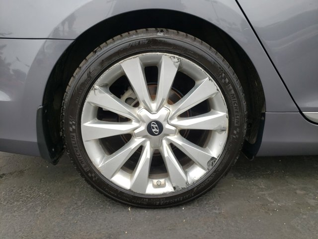 2013 Hyundai Azera 4dr Sdn - Image 9