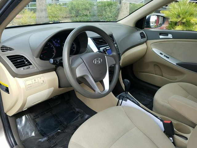 2014 Hyundai Accent 4dr Sdn Auto GLS - Image 4