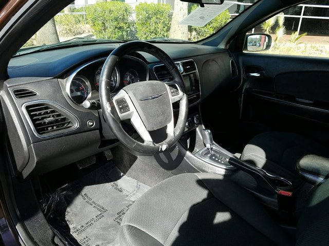 2012 Chrysler 200 4dr Sdn Touring - Image 4