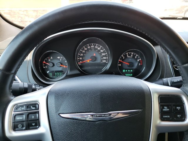 2013 Chrysler 200 4dr Sdn Touring - Image 16