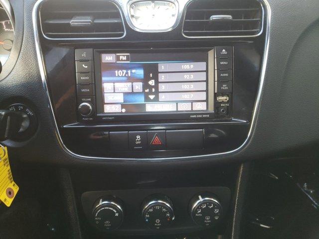 2013 Chrysler 200 4dr Sdn Touring - Image 10