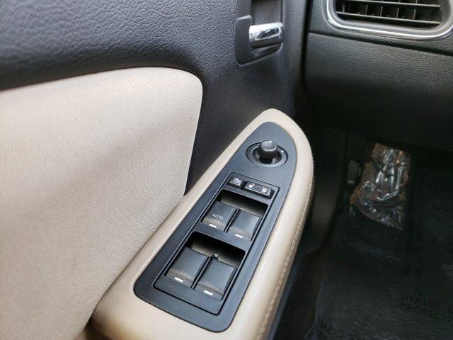 2012 Chrysler 200 4dr Sdn Touring - Image 18