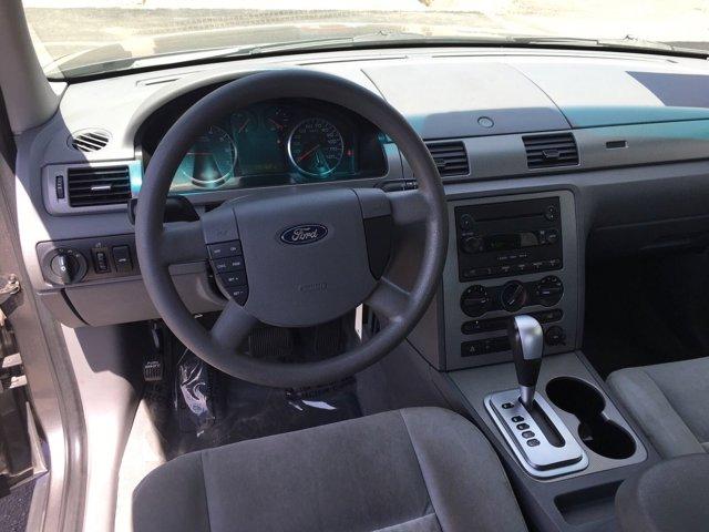 2005 Ford Five Hundred 4dr Sdn SE - Image 17