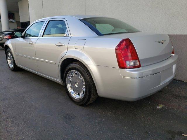 2006 Chrysler 300 4dr Sdn 300 Touring - Image 7