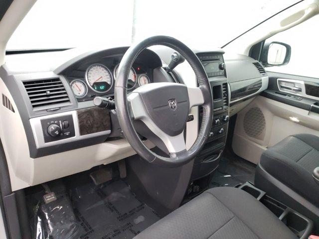 2010 Dodge Grand Caravan 4dr Wgn SXT - Image 4