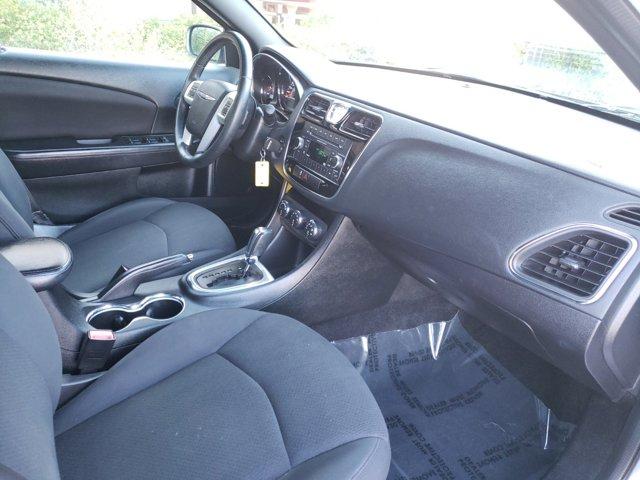2014 Chrysler 200 4dr Sdn Touring - Image 12
