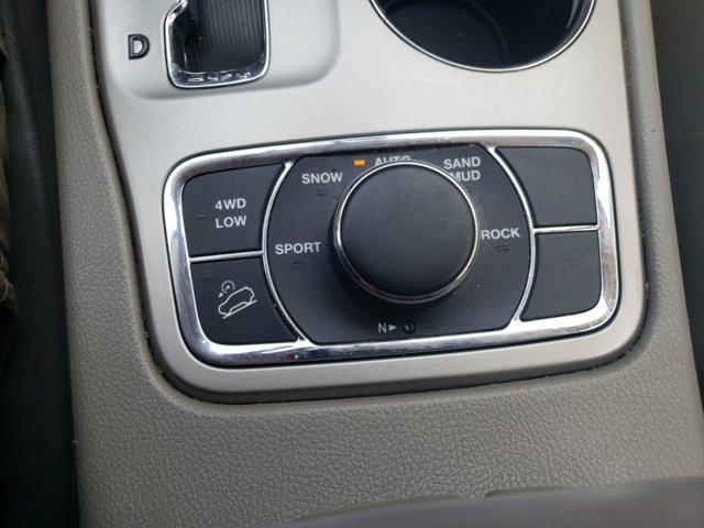 2012 Jeep Grand Cherokee 4WD 4dr Laredo - Image 18