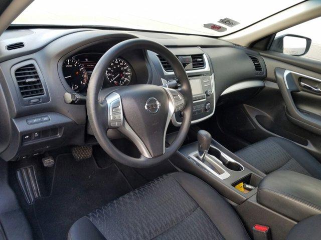 2016 Nissan Altima 4 DOOR SEDAN - Image 3