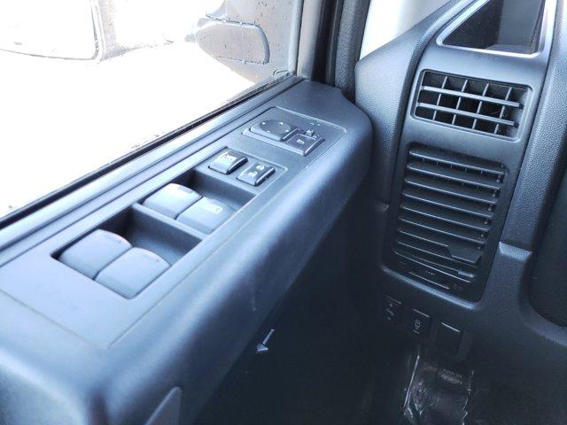 2011 Nissan Titan 2WD Crew Cab SWB SV - Image 17