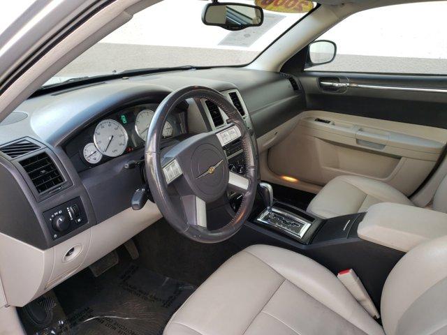 2006 Chrysler 300 4dr Sdn 300 Touring - Image 5