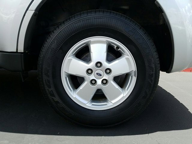 2011 Ford Escape FWD 4dr XLT - Image 3