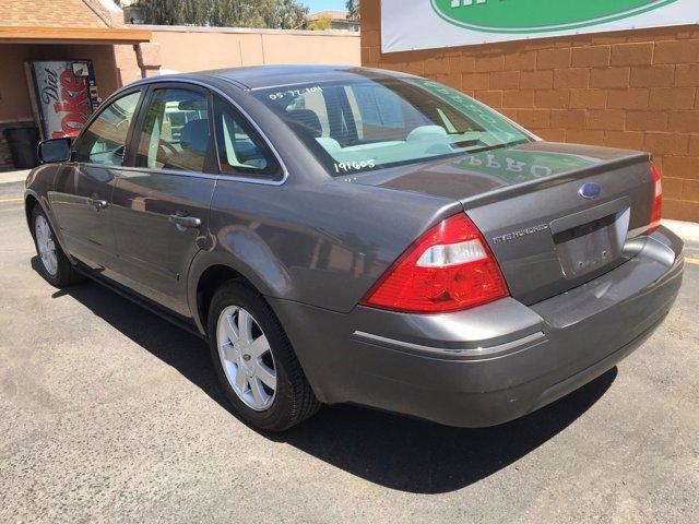 2005 Ford Five Hundred 4dr Sdn SE - Image 11