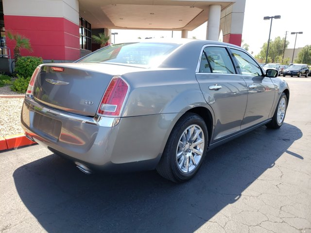 2011 Chrysler 300 4dr Sdn Limited RWD - Image 6