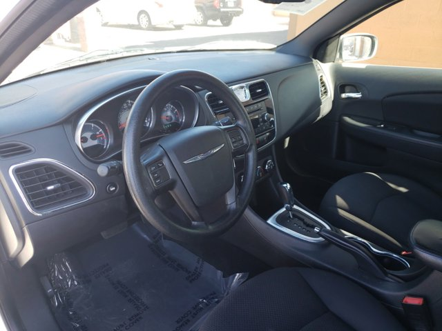 2014 Chrysler 200 4dr Sdn LX - Image 8