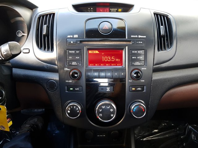 2010 Kia Forte 4dr Sdn Auto EX - Image 9