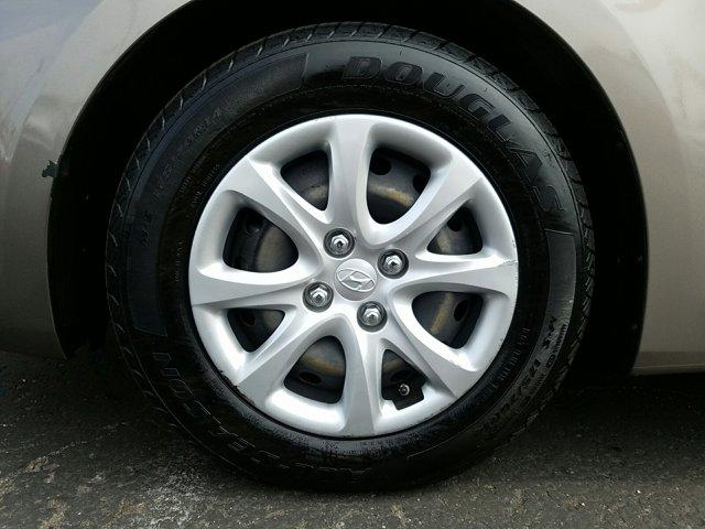 2014 Hyundai Accent 4dr Sdn Auto GLS - Image 3