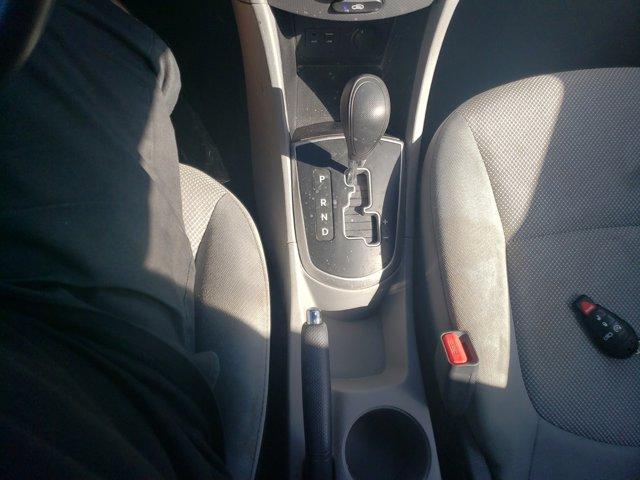 2014 Hyundai Accent 4dr Sdn Auto GLS - Image 13