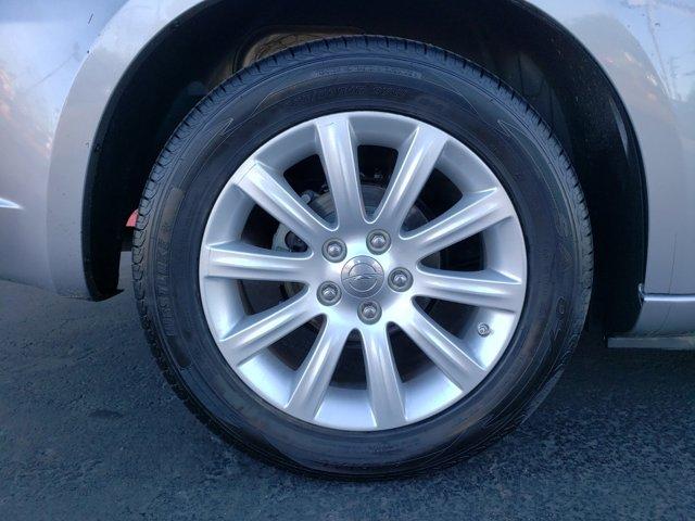 2014 Chrysler 200 4dr Sdn Touring - Image 9