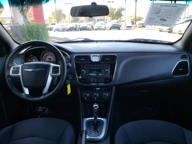 2014 Chrysler 200 4dr Sdn Touring - Image 10