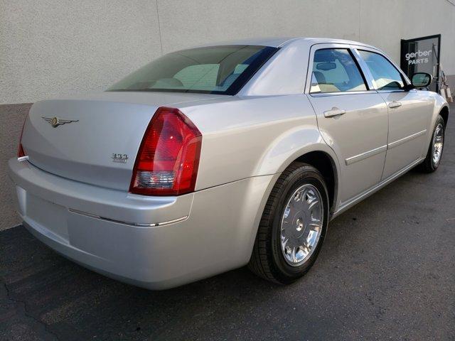 2006 Chrysler 300 4dr Sdn 300 Touring - Image 9