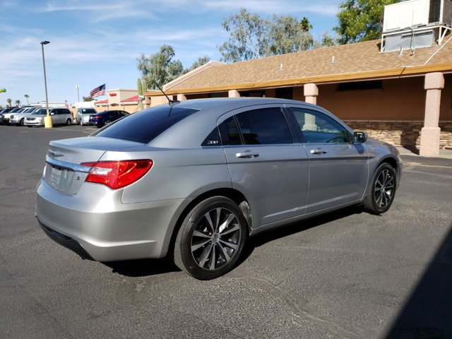 2013 Chrysler 200 4dr Sdn Touring - Image 5