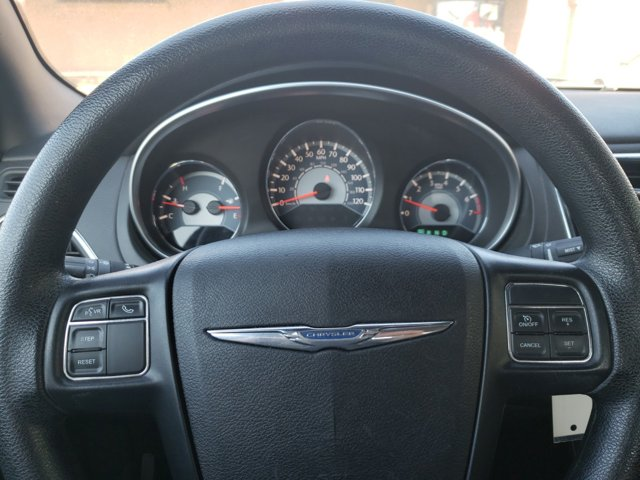 2014 Chrysler 200 4dr Sdn LX - Image 15