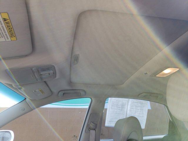 2011 Hyundai Azera 4dr Sdn Limited - Image 11