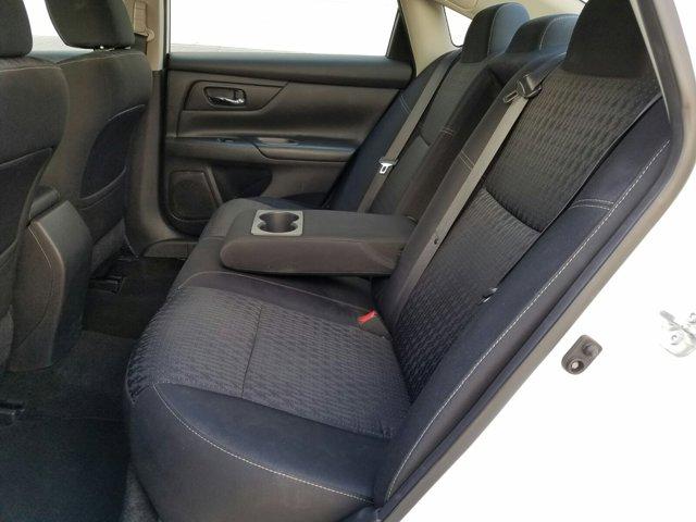 2016 Nissan Altima 4 DOOR SEDAN - Image 4
