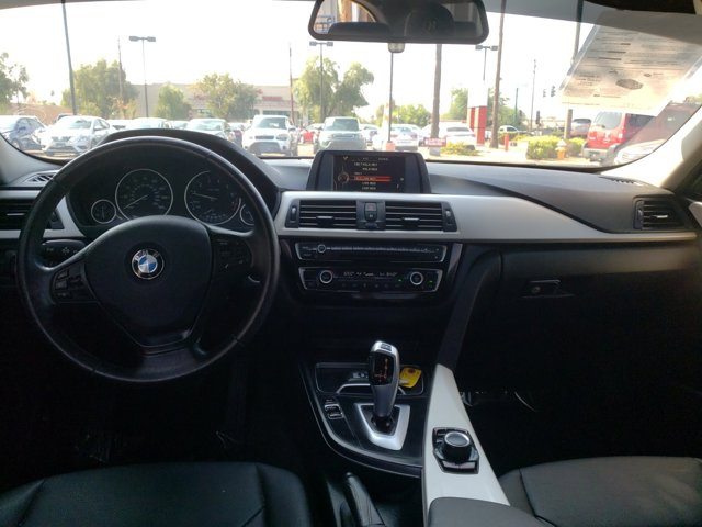 2016 BMW 3 Series 4dr Sdn 320i RWD South Africa - Image 10