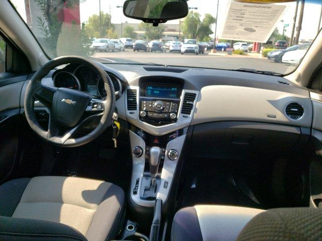 2012 Chevrolet Cruze 4dr Sdn LS - Image 10