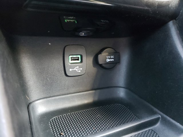 2013 Chrysler 200 4dr Sdn Touring - Image 17