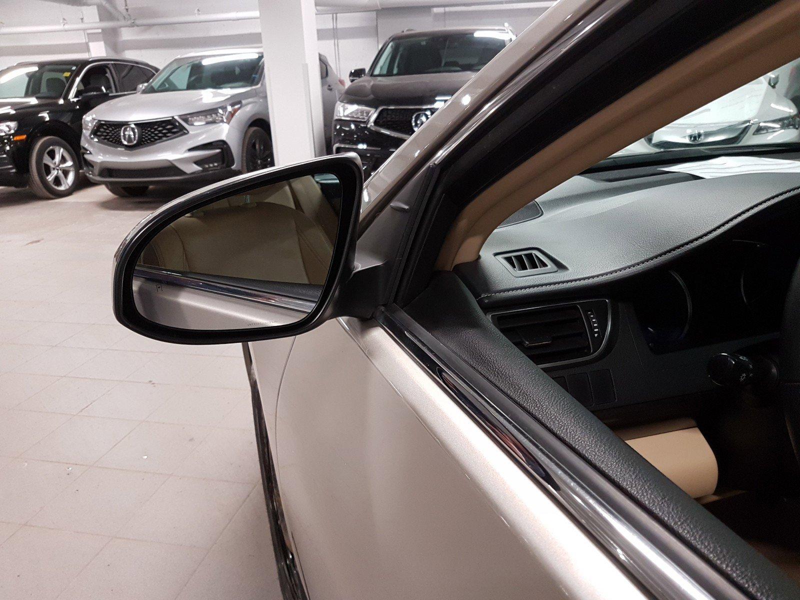 2015 Toyota Camry 4dr Car