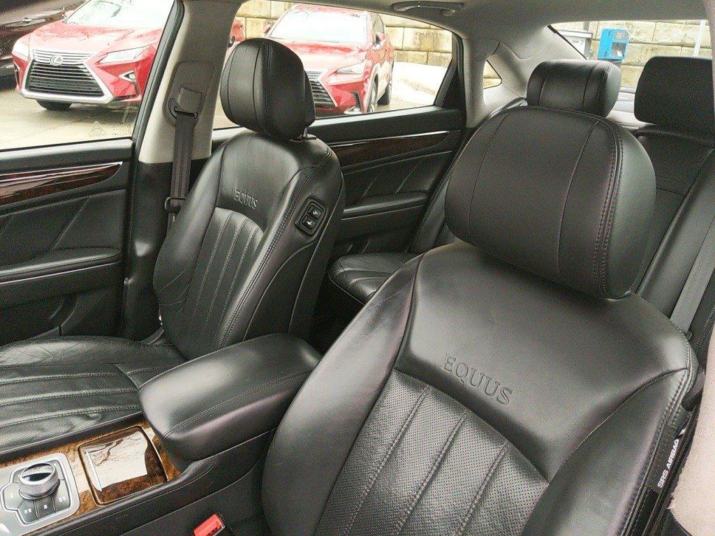 2012 Hyundai Equus 4dr Car