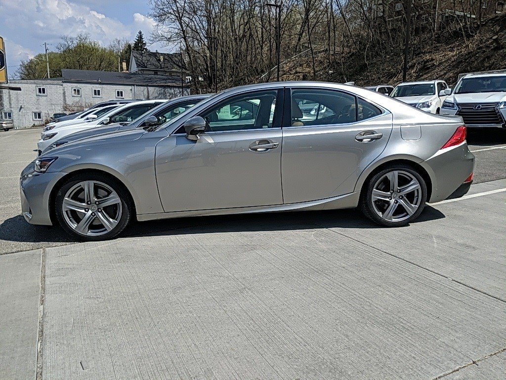 2018 Lexus IS 4dr Car