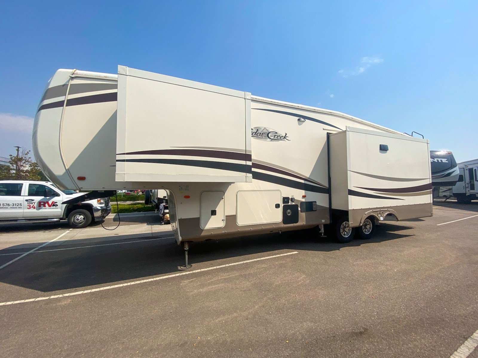 2017 FOREST RIVER CEDAR CREEK HATHAWAY 34RL2