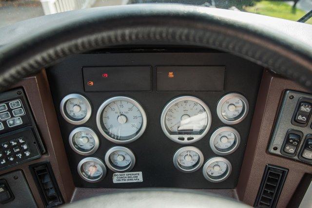 2004 Amadas Featherlite MCI E4500 - picture 17