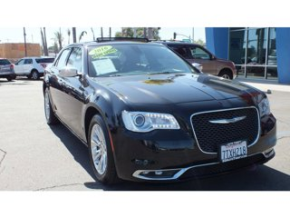 2016-Chrysler-300-300C