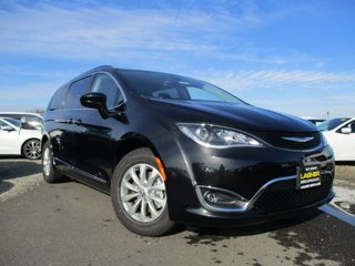 New-2017-Chrysler-Pacifica-Touring-L-FWD