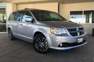 Used-2017-Dodge-Grand-Caravan-SXT-Wagon