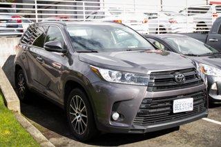 Used-2017-Toyota-Highlander-SE