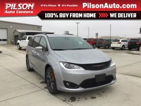 2020 Chrysler Pacifica Red S