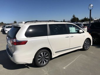 2020-Toyota-Sienna-XLE-Premium-AWD-7-Passenger